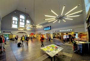 """Nach der Sanierung in den vergangenen Jahren, ist der Marburger Hauptbahnhof nun komplett barrierefrei - das kommt bei der """"Bahnhof des Jahres""""-Jury gut an. (Foto: Arnold/dpa)"""