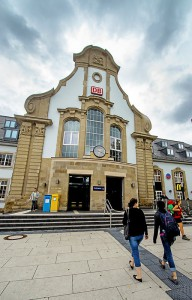 """Als """"eine helle, stille Alltagsschönheit"""" bewertet die Jury den Marburger Hauptbahnhof und kürt das historische Gebäude zum """"Bahnhof des Jahres 2015"""". (Foto: Arnold/dpa)"""